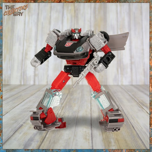 Hasbro WfC Earthrise WFC-E32 Bluestreak (Deluxe Class)